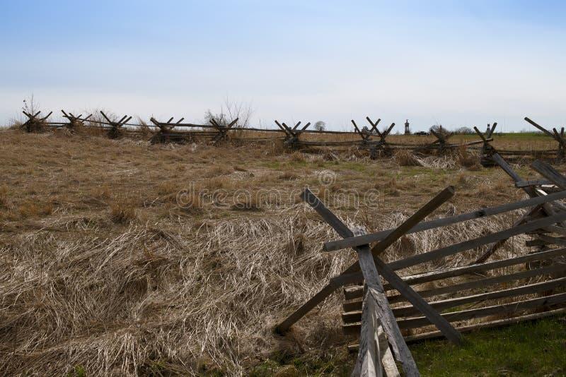 Campo aperto del campo di battaglia di Gettysburg con il recinto della Spaccatura-ferrovia fotografie stock