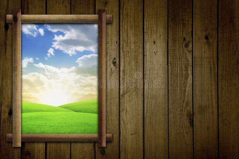 Campo attraverso la finestra fotografia stock