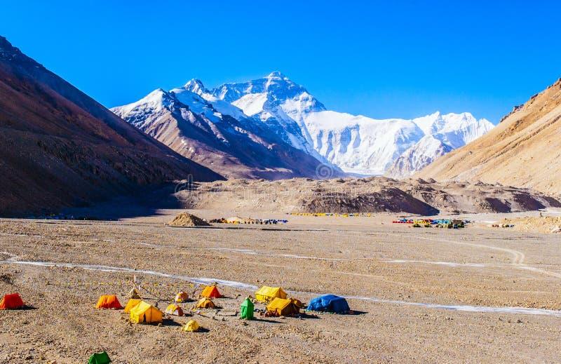 Campo base di scena-Everest del plateau tibetano (supporto Qomolangma) immagine stock