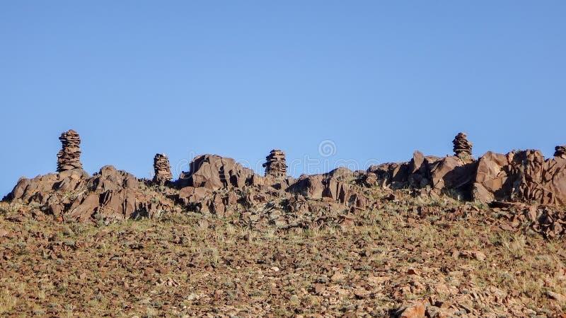 Campo con le rocce fotografie stock