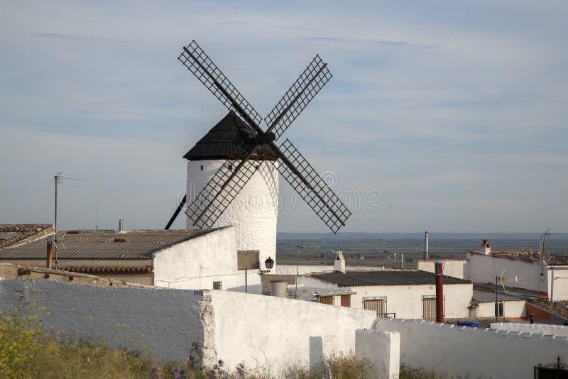 campo criptana de windmill royaltyfria bilder