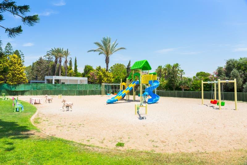 Campo da giuoco sul lato del od della spiaggia, Turchia dei bambini fotografie stock libere da diritti