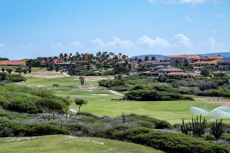 Campo da golf in Aruba, mar dei Caraibi fotografia stock libera da diritti