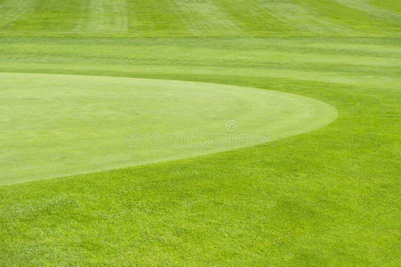 Campo da golf. fondo verde del campo fotografie stock libere da diritti