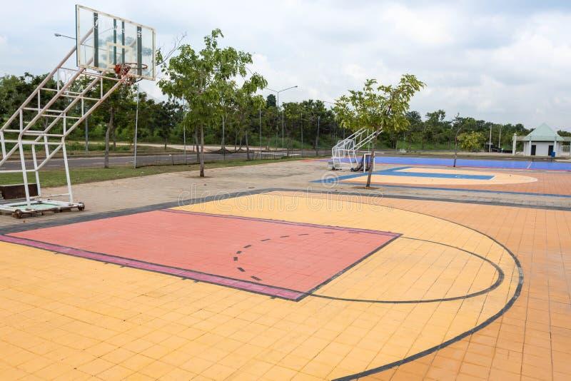 Campo da pallacanestro all'aperto della via fotografie stock libere da diritti