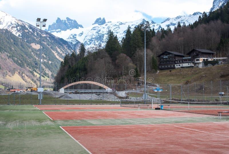 Campo da tennis in montagne fotografia stock