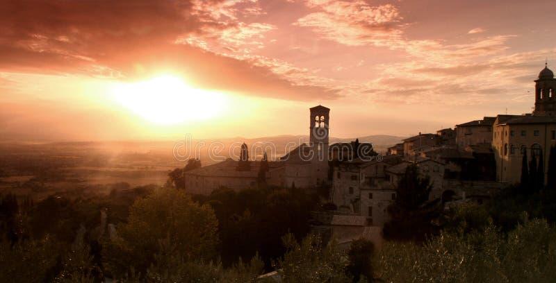 Campo de Assisi en la puesta del sol fotografía de archivo
