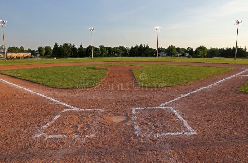 Campo de béisbol en la oscuridad fotografía de archivo libre de regalías