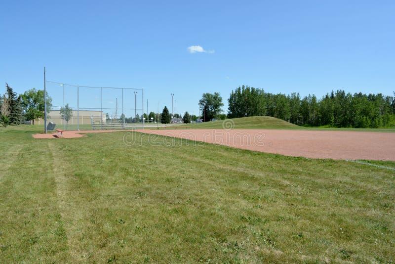 Campo de Basefield em um parque de comunidade local fotografia de stock royalty free