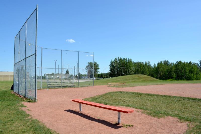 Campo de Basefield em um parque de comunidade local foto de stock royalty free