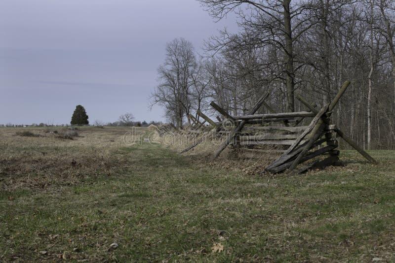 Campo de batalla de Gettysburg con la cerca del Fractura-carril foto de archivo libre de regalías