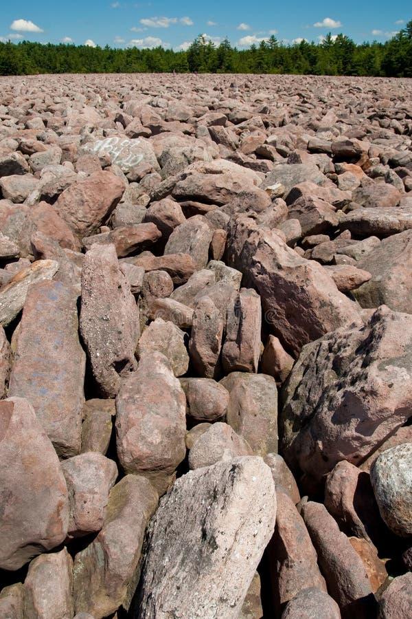 Campo de Boulder no parque de estado do funcionamento da hicória imagem de stock