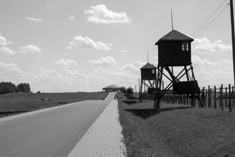 Campo de concentración de Majdanek el mausoleo en la distancia imagen de archivo libre de regalías