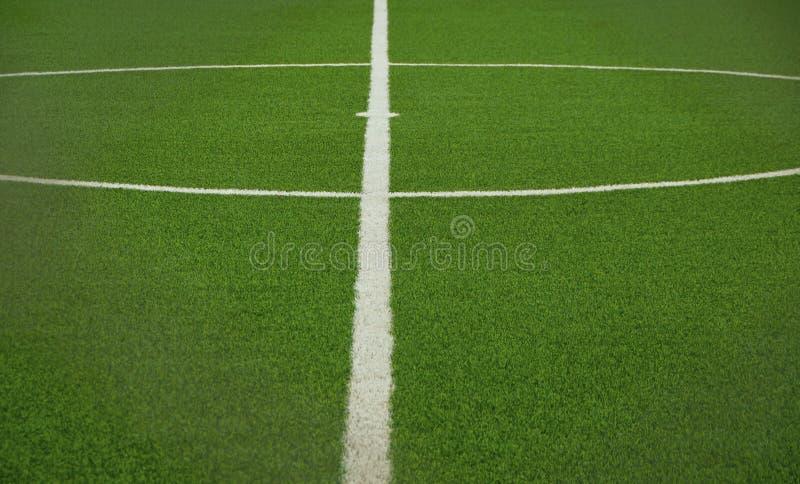 Campo de fútbol artificial verde de la hierba fotos de archivo