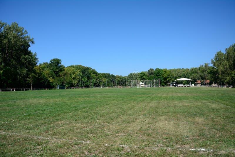 Campo de fútbol del pueblo, Zagyvarekas, Hungría foto de archivo