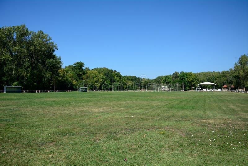 Campo de fútbol del pueblo, Zagyvarekas, Hungría foto de archivo libre de regalías