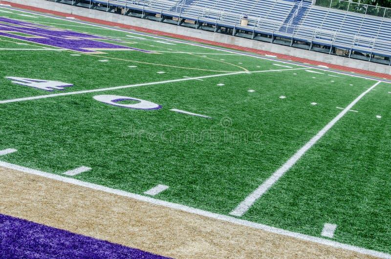 Campo de fútbol en la línea de yardas 40 fotografía de archivo