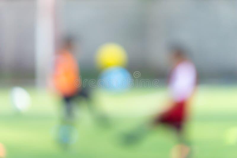 Campo de fútbol para el entrenamiento de los niños borroso para el fondo fotos de archivo libres de regalías