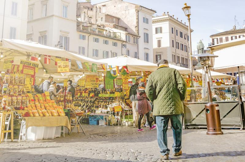 Campo de Fiori historisk matmarknad i Rome fotografering för bildbyråer