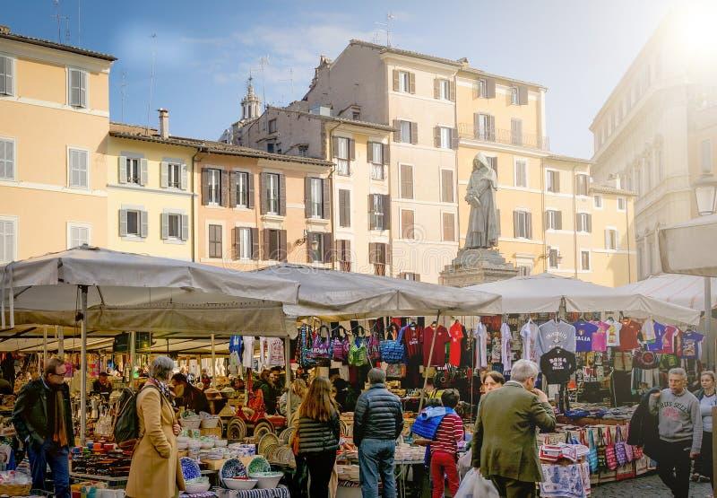 Campo de Fiori historisk matmarknad i Rome arkivfoton