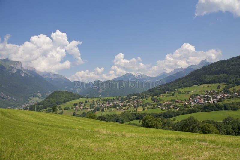 Download Campo De Francia De Las Montañas Imagen de archivo - Imagen de aldea, azul: 7277573