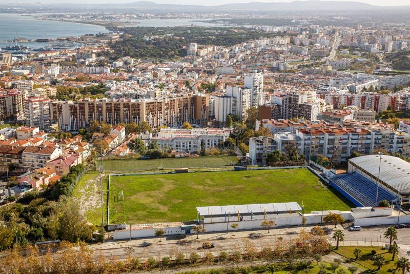 Campo de futebol amador na cidade de Portugal fotografia de stock