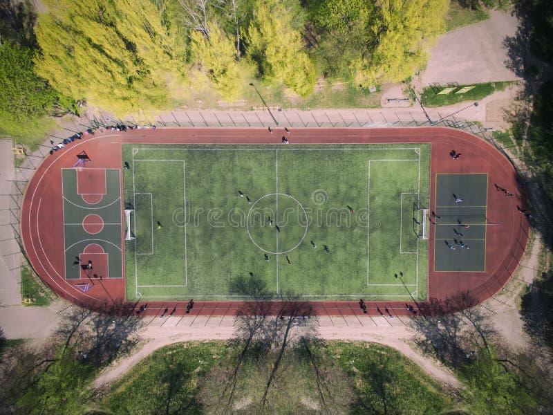 Campo de futebol real - opini?o a?rea da pena superior foto de stock royalty free