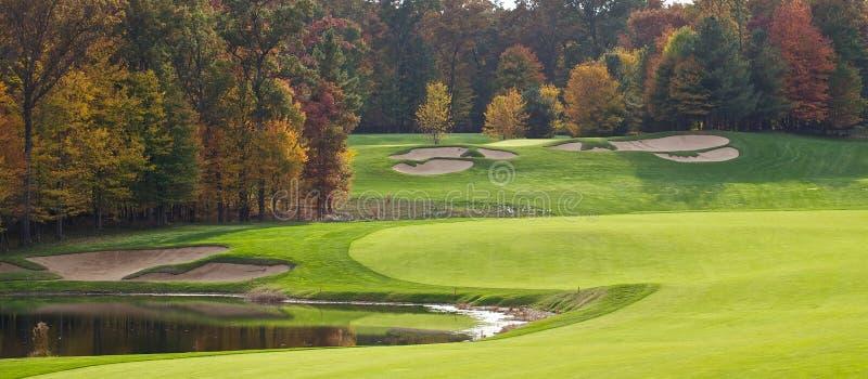 Campo de golf en el otoño imagen de archivo
