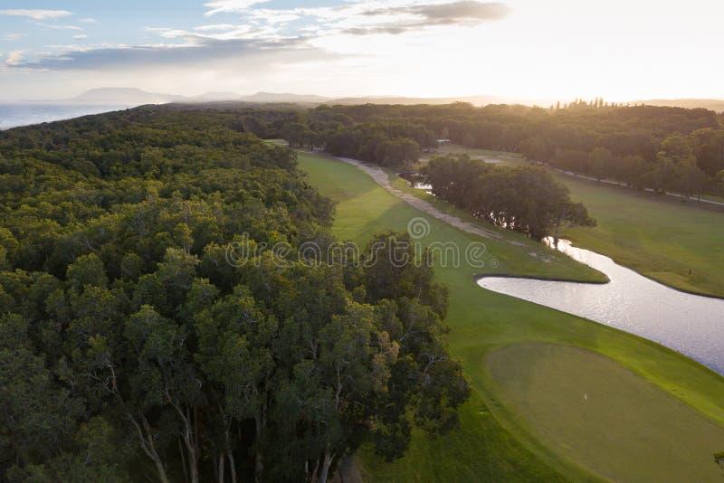 Campo de golf portuario de Macquarie en la puesta del sol imagen de archivo libre de regalías