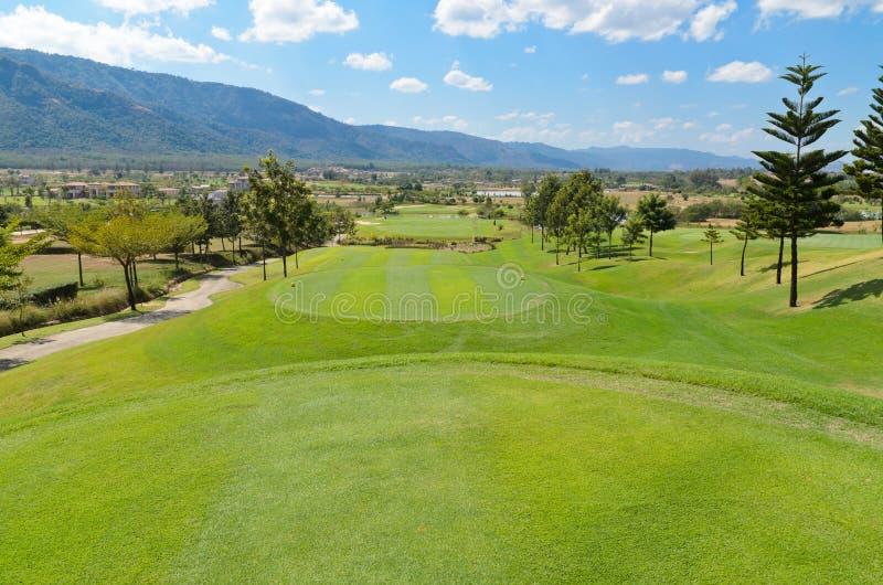 Download Campo de golfe imagem de stock. Imagem de calmo, curvado - 29829645