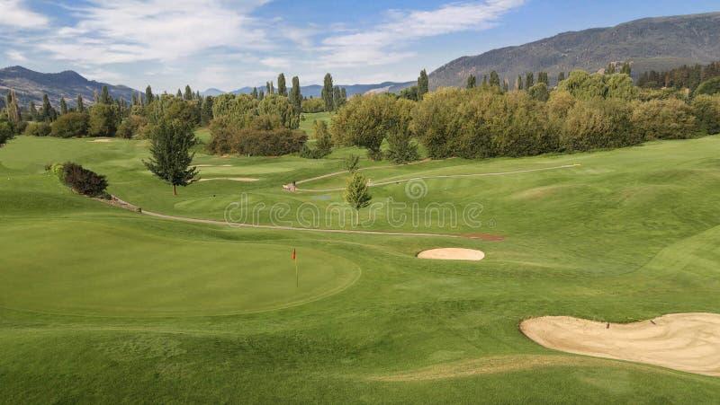Campo de golfe da montanha fotografia de stock royalty free