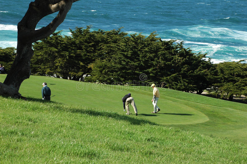 Campo de golfe do oceano imagens de stock royalty free