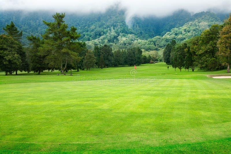 Campo de golfe em Bali imagens de stock royalty free
