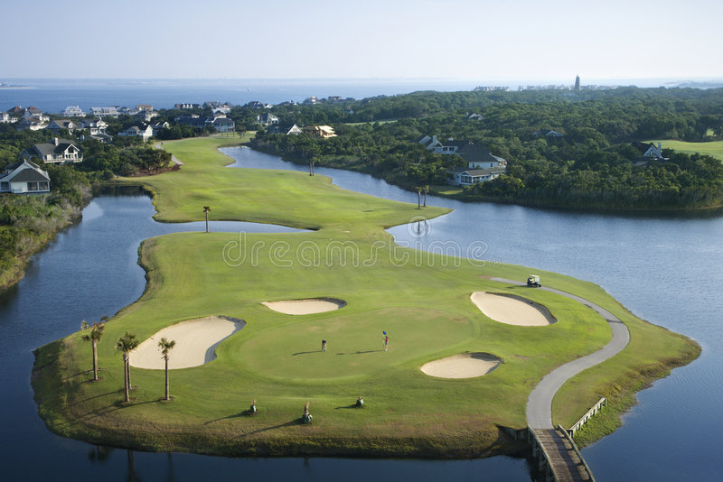 Campo de golfe litoral. imagens de stock