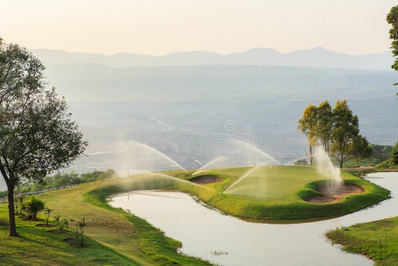 Campo de golfe no poço aberto fotografia de stock royalty free