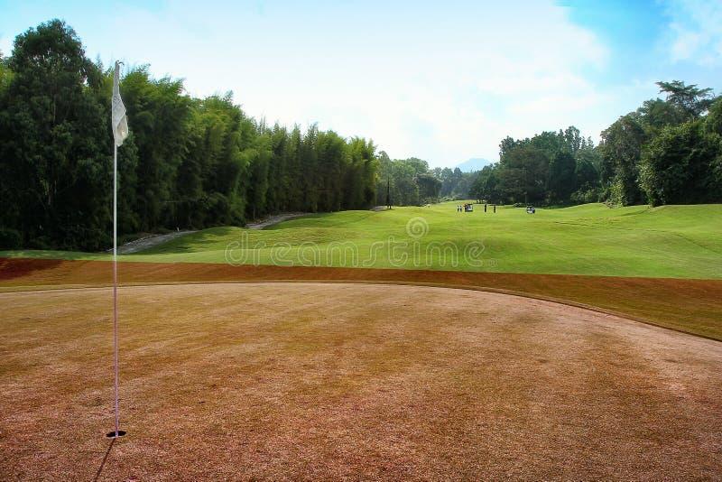 Campo de golfe perto do vulc?o de Merapi, Yogyakarta fotografia de stock royalty free