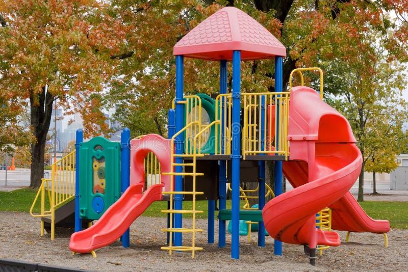 Campo de jogos colorido das crianças imagem de stock