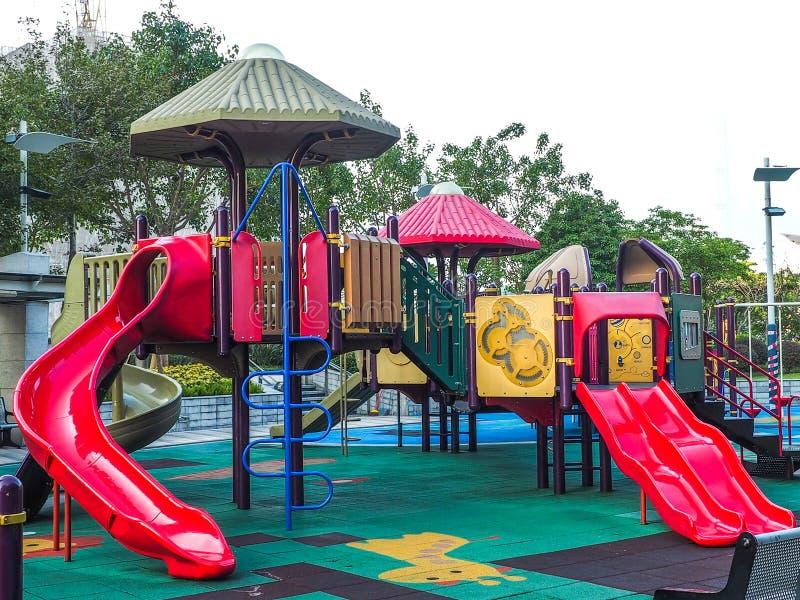 Campo de jogos das crianças com ninguém, Hong Kong fotos de stock