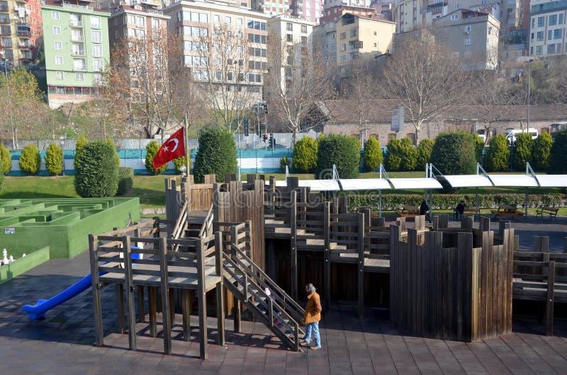 Campo de jogos das crianças em Istambul imagens de stock