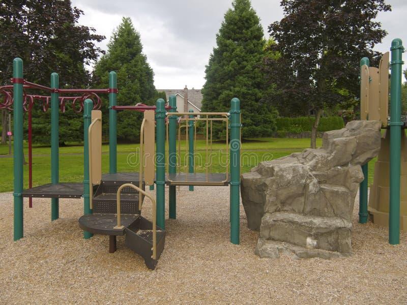 Campo de jogos das crianças em um parque. fotografia de stock