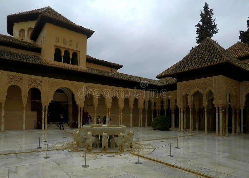 Campo de jogos dos leões no la Alhambra, Granada foto de stock