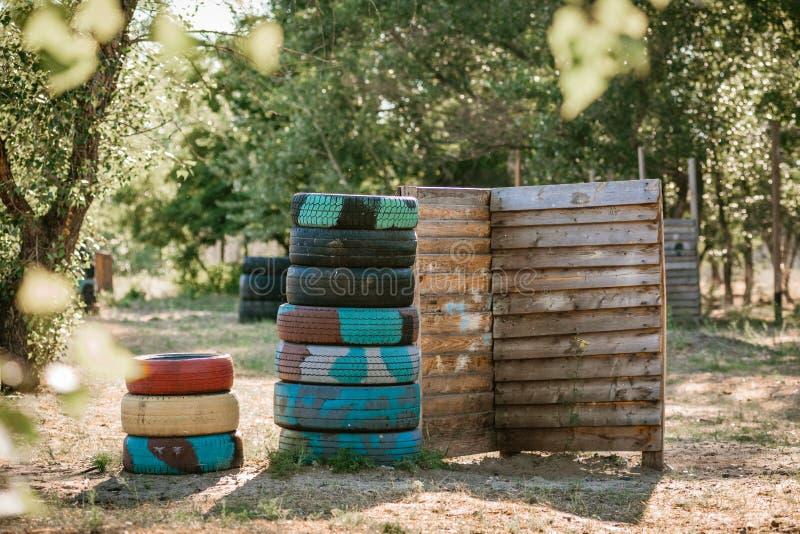 Campo de jogos de Lasertag com barricadas foto de stock royalty free