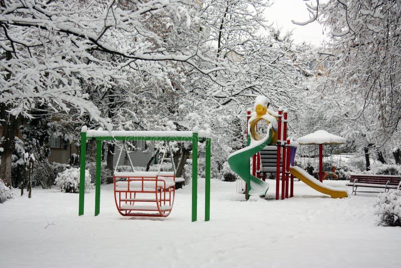 Campo de jogos no inverno imagens de stock royalty free