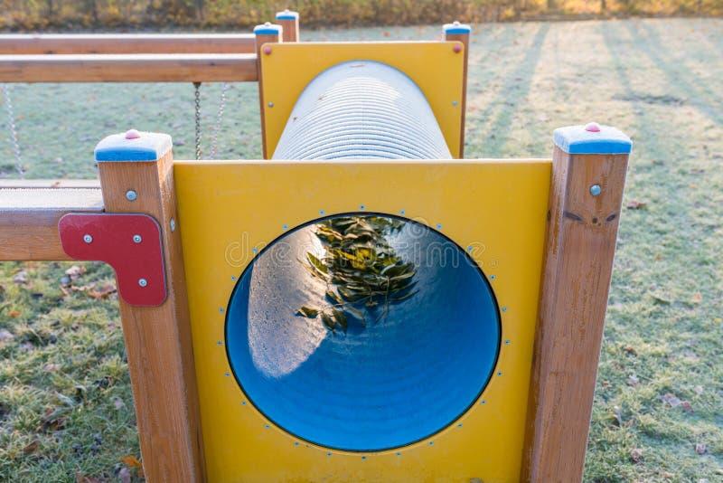 Campo de jogos vazio no nascer do sol no cenário do outono - detalhe congelado de fotografia de stock royalty free