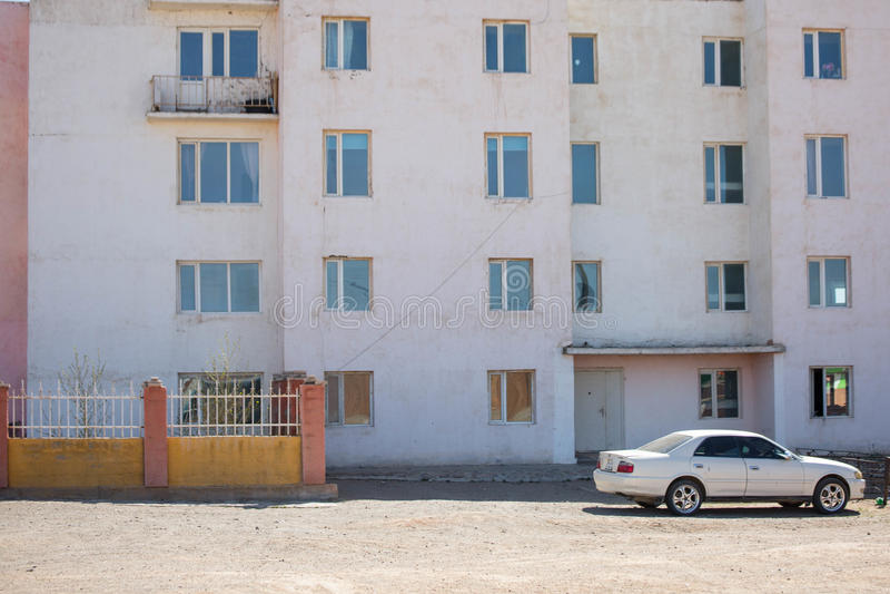 Campo de Mongólia com céu azul e camionete imagem de stock royalty free