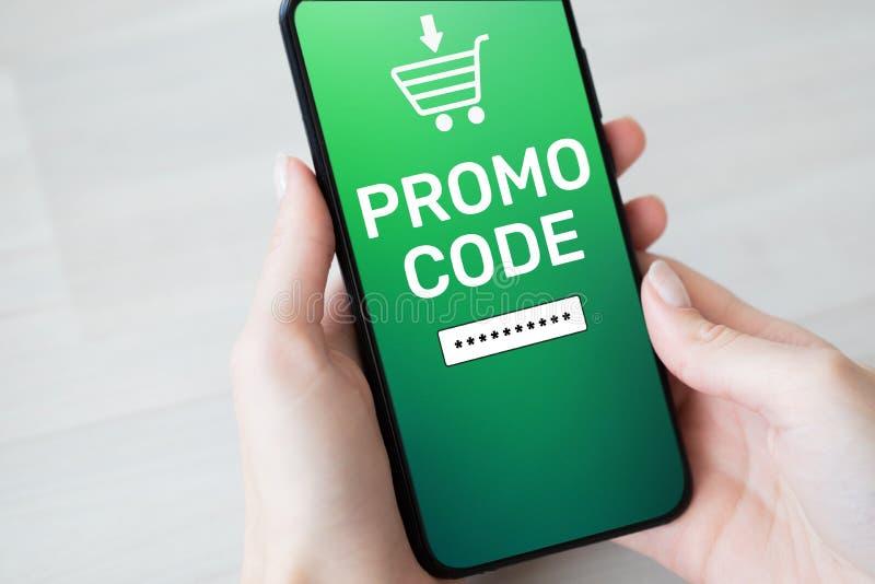Campo de número do vale do desconto do código do Promo na tela do telefone celular Conceito do negócio e do mercado imagens de stock royalty free