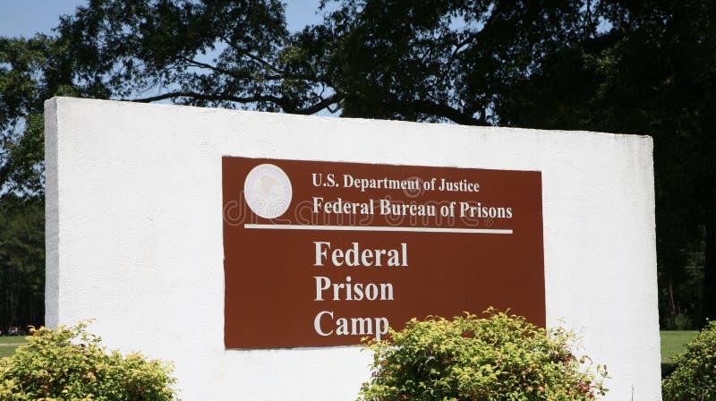 Campo de presos, departamento de prisões federal imagens de stock