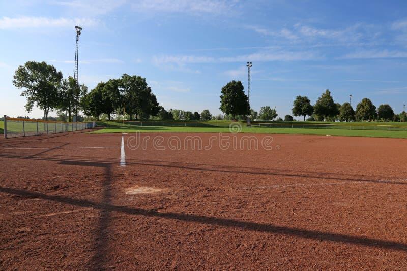 Campo de softball do baixo ângulo fotografia de stock