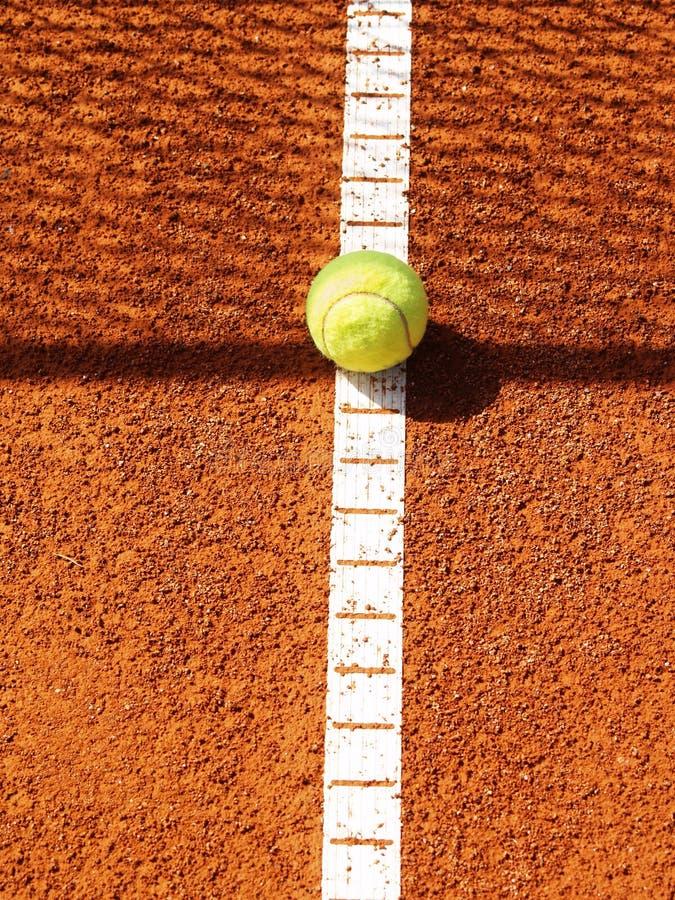 Campo de tenis con la bola (42) imagen de archivo