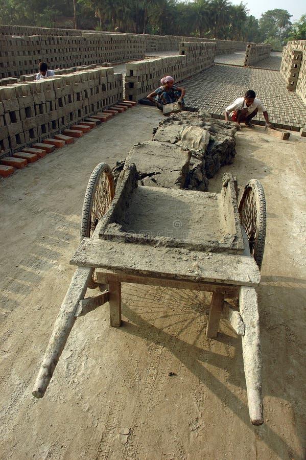 Campo de tijolo em Bengal-India ocidental fotografia de stock